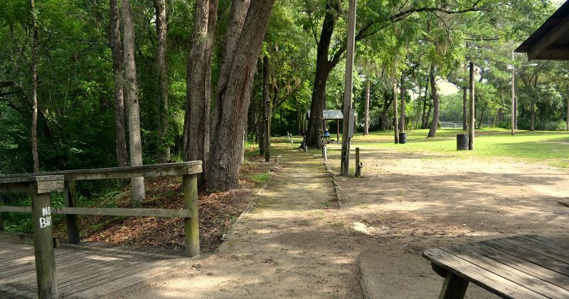 Myron b. Hodge City Park - dirt walkway in park